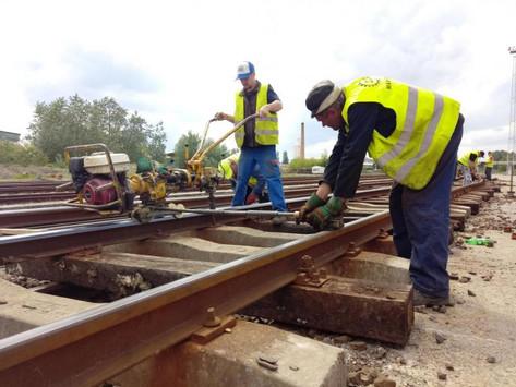 Kicserélik a síneket, mert a jövőben több lesz a tehervonat