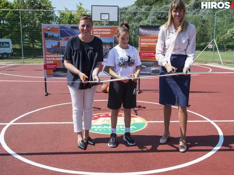 Sportparkot és parkolót épített a városiaknak az Akadémia