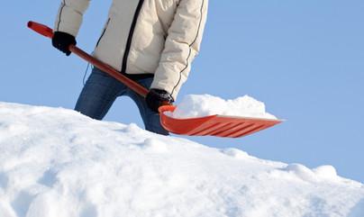 сгребание снега