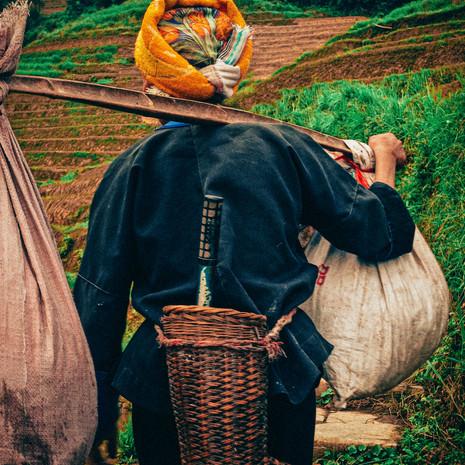 CHINA - GUANGXI - PING'AN WOMAN 613x 6_2013.jpg