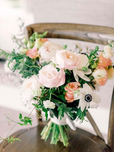 stonehouse-villa-austin-wedding-photographer-bouquet