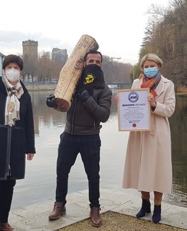 mit  Bürgermeisterin Frau Agnes Christner(rechts) Frau Shüttler {Links}. mit Baumstammläufer Weltrekord halter Mehmet Topyürek