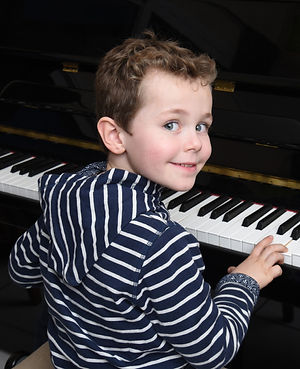 Piano Lessons Private teacher North Perth pairs together