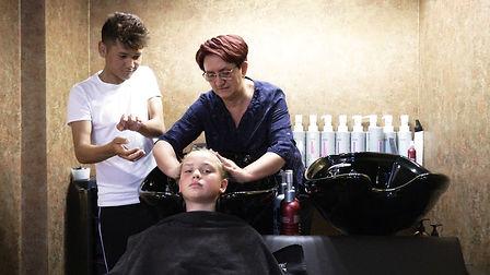 SINFONIE Friseur Waschen0.jpg