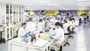 CONHEÇA A TRAJETÓRIA DE TRÊS LÍDERES DA INDÚSTRIA FARMACÊUTICA