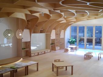 木材曲げ加工技術を活かした内装