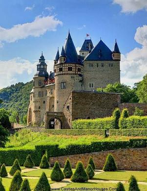 Castle_Bürresheim.jpg