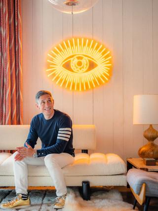 J-10 - Jonathan Adler crée sa toute première collection de néons en collaboration avec Yellowpop