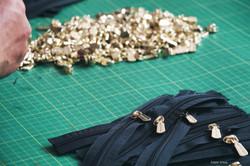 handbag factory installing zipper.