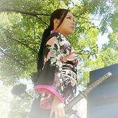 和風衣装のマジシャン。ニュータイプ。女性マジシャンがイベント派遣でショッピングモールから学校公演まで多彩に出演