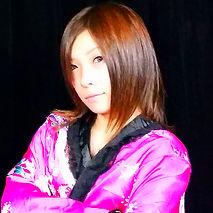 ヒロト一座の女性マジシャンMana(マナ)。マジシャン派遣や大阪マジシャンの価格、夏祭りやショッピングモールなど活動中の女性マジシャン。