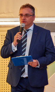 Prowadzący debatę red. Piotr Kościelniak