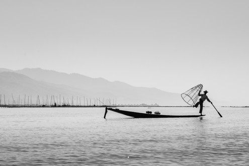 fake fisherman at Inle Lake