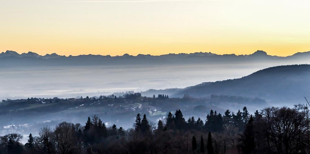 Linz kurz nach dem Sonnenuntergang. Aussicht vom Pöstlingberg. Langzeitbelichtung.