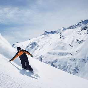 We found the TOP 10 BEST places for Skiing in Canada!