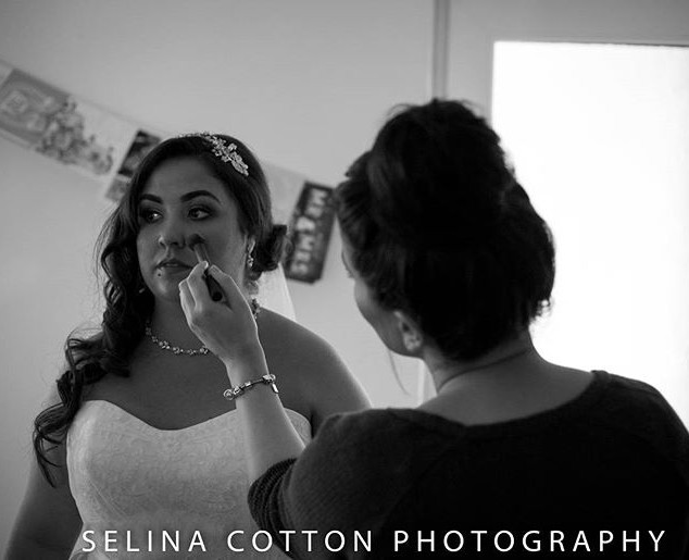Final touch ups on the beautiful bride _