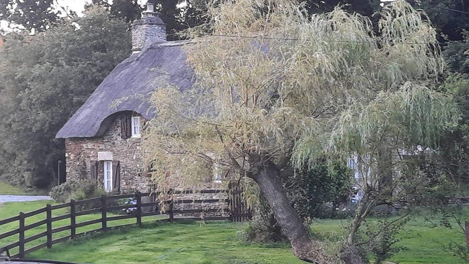 A beautiful picture of Le Hazay Cottage