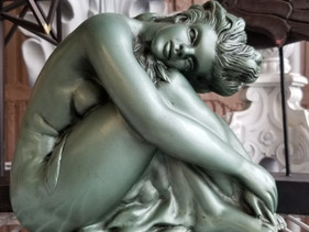 Gorgeous statue...