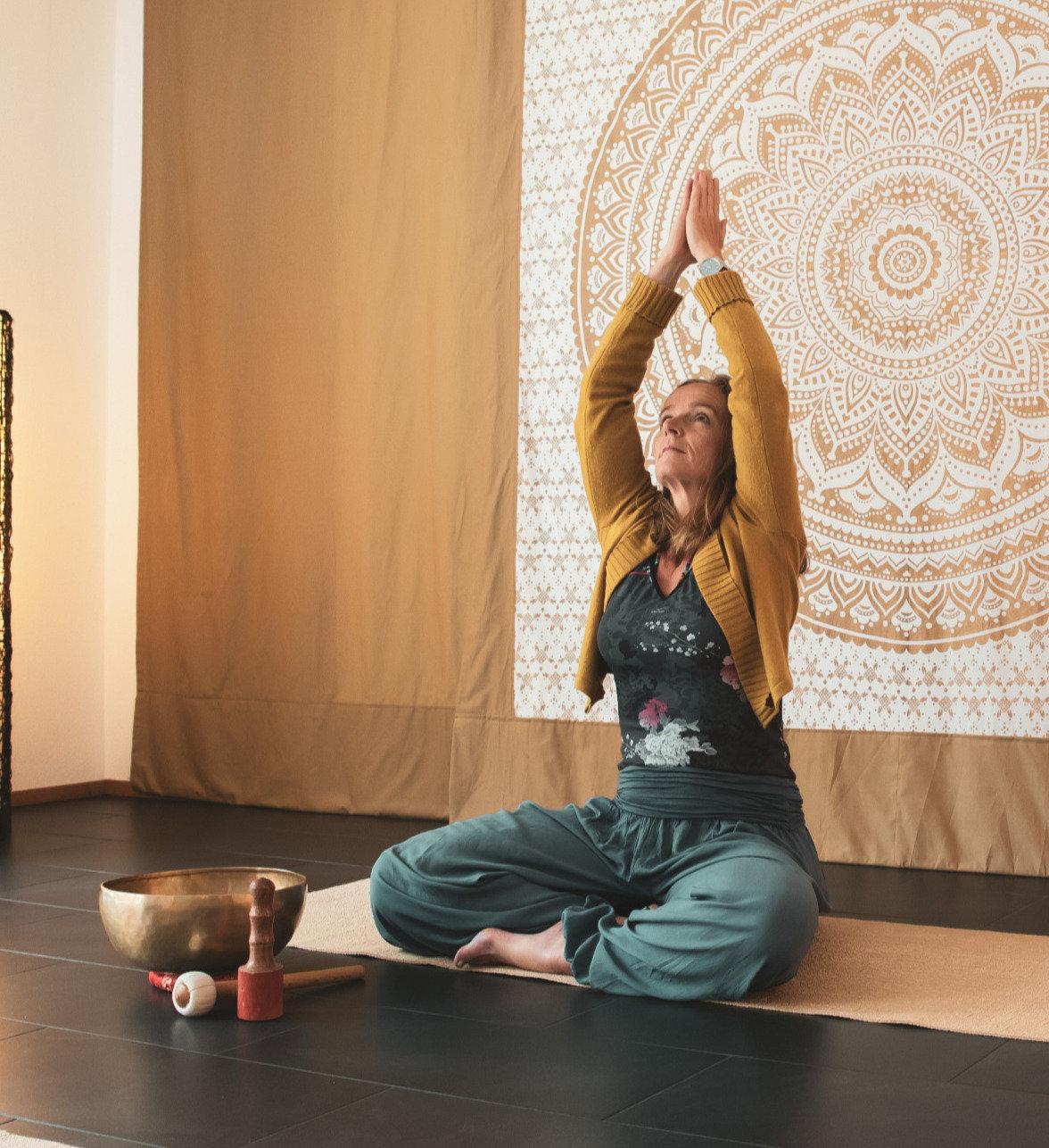 "Yoga ""in respect"" online live! 16.00 Uhr"