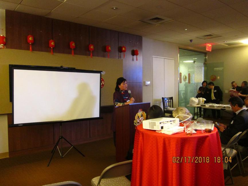 左贞教育置业公司创始人左贞女士发表演讲。