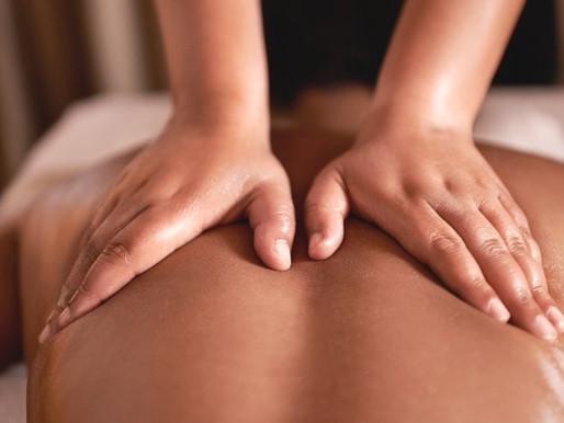 Le massage thérapeutique est sans doute la méthode la plus prisée des médecines naturelles.