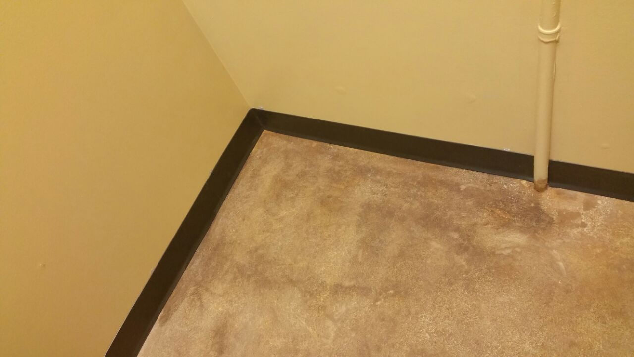 Floor Corner Stein Job