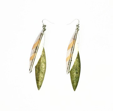 WARRIOR SHEILD LEAF EARRINGS