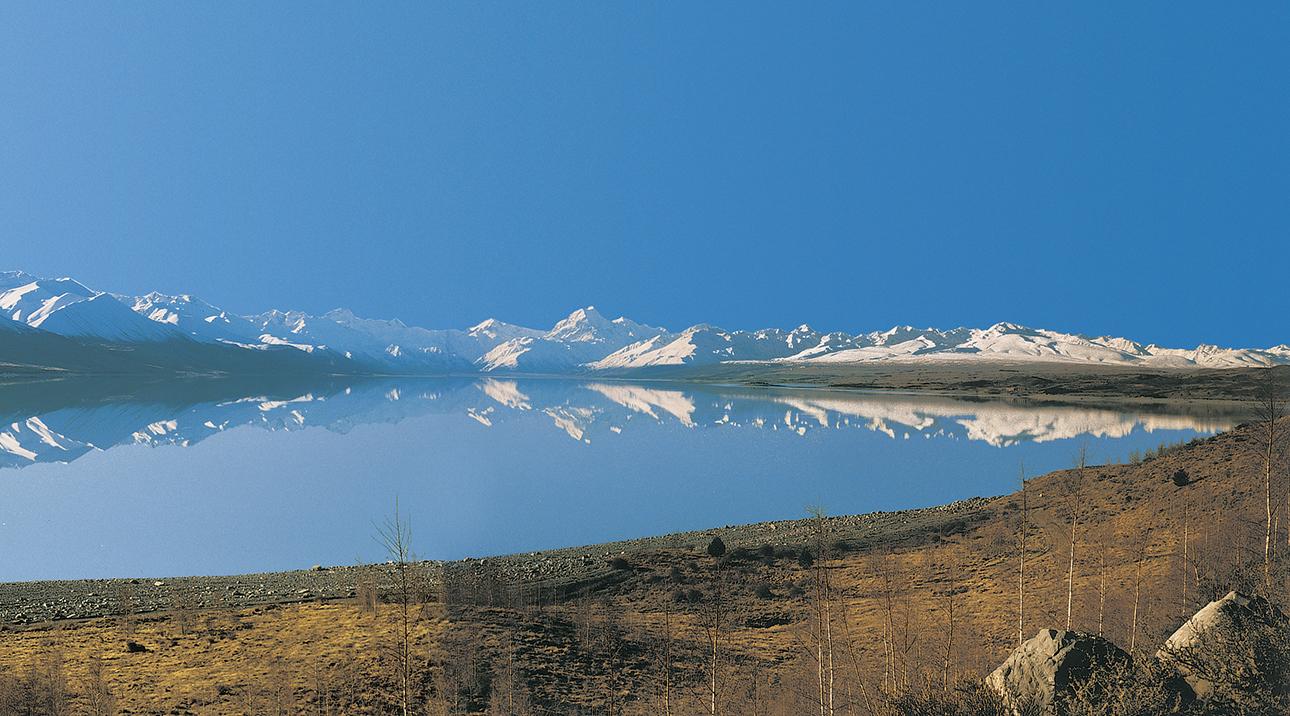 Lake Pukaki shoreline
