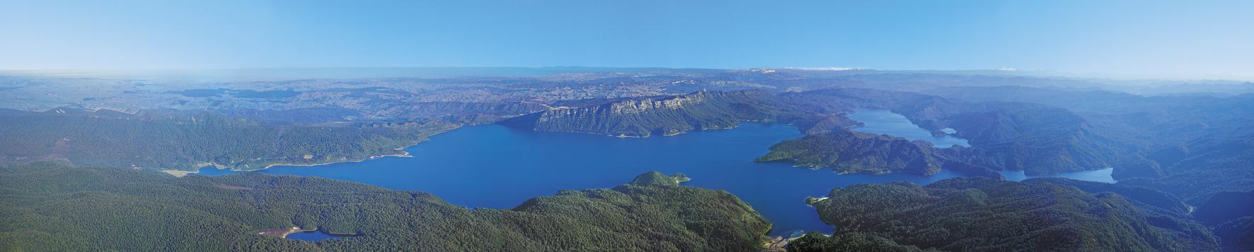 Lake Waikaremoana panorama