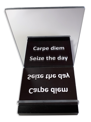 Kahu-Phone-stand-Carpe-diem-800px.png