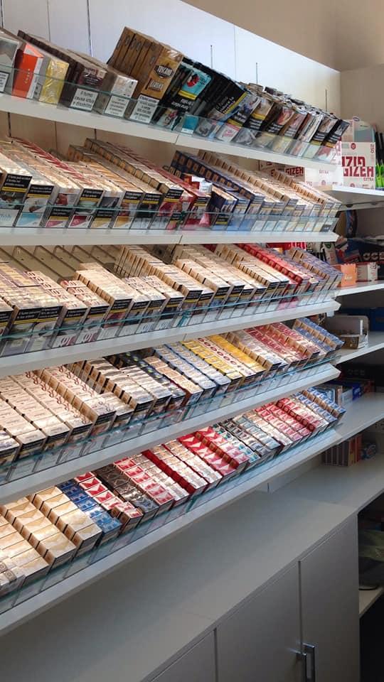 Ripiano tabacchi spingipacchetto, sigarette