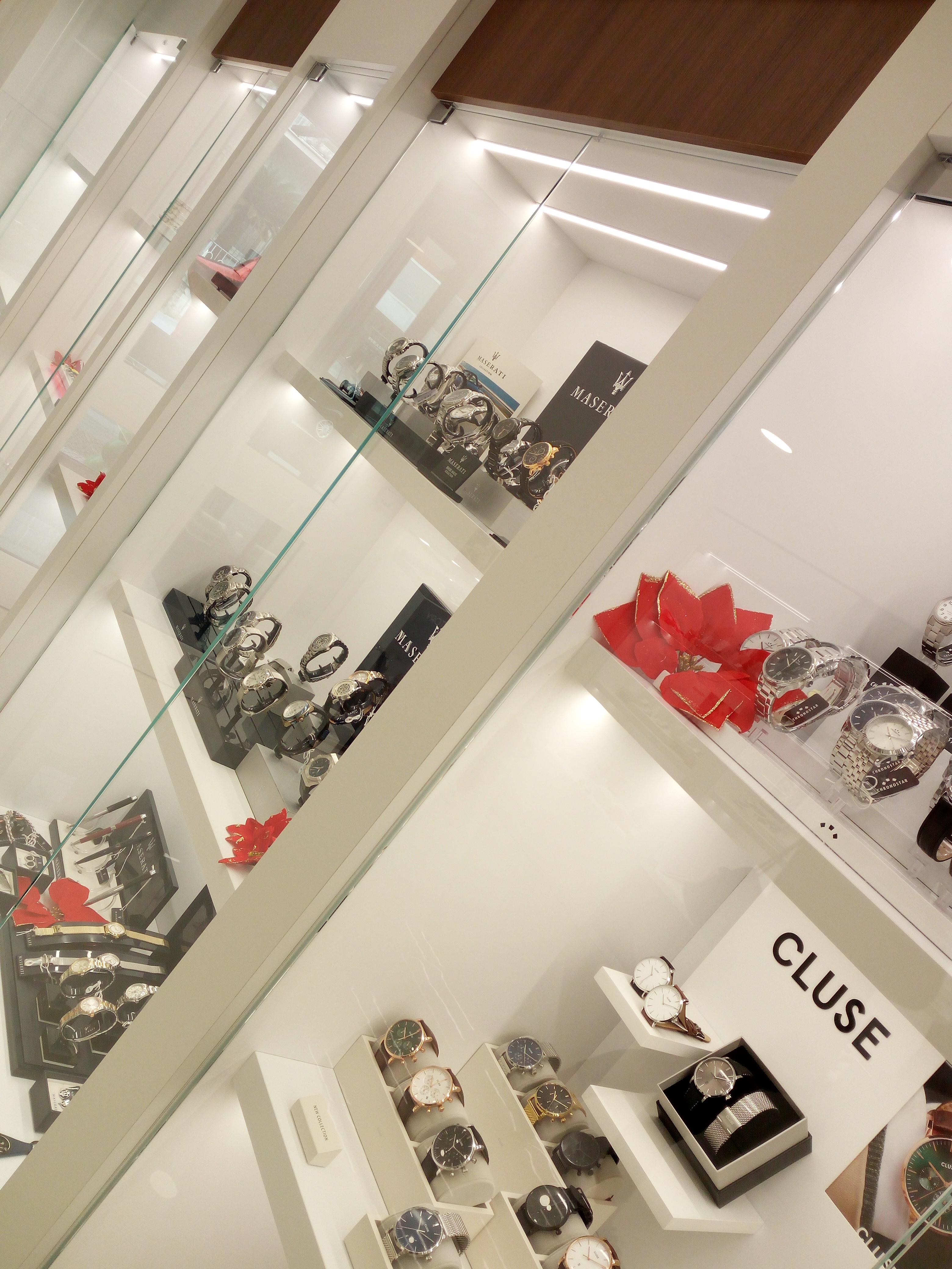 Vetrine gioielleria, mobili su misura gioielleria, vetrine illuminate