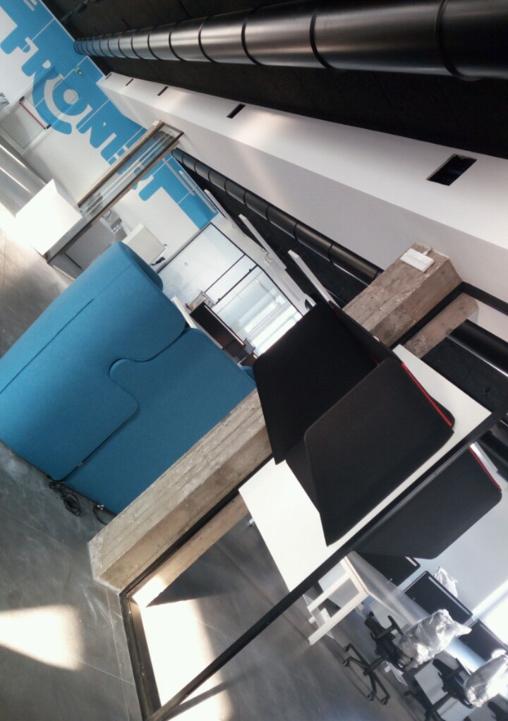 Arredamento ufficio su misura, stile moderno e clean, phone boots, divano postazioni one to one