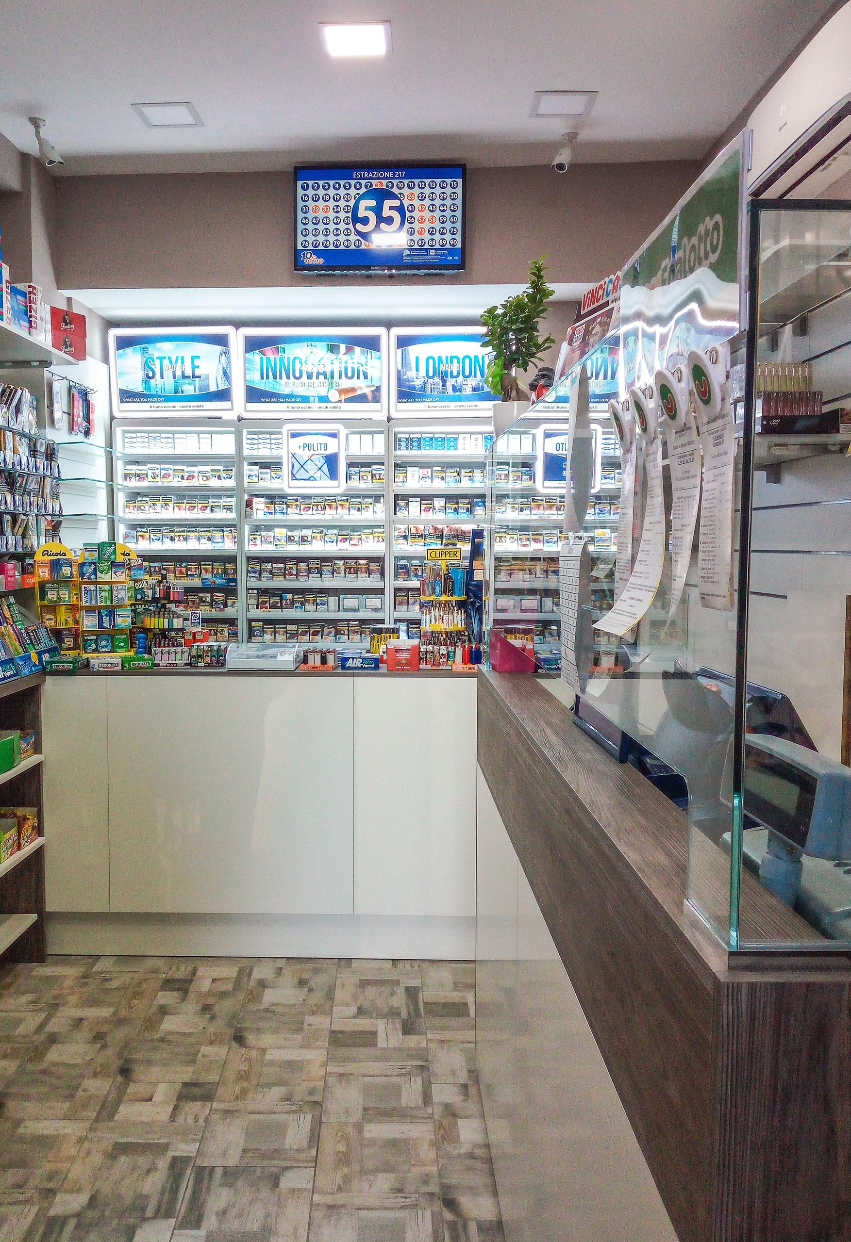 Banco tabacchi, espositore sigarette, lotteria