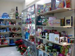 Arredamento cartoleria con ripiani regolabili e vetrine espositive