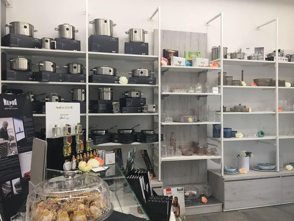 Scaffali per esposizione oggettistica e articoli per la casa, arredamento oggettistica e casalinghi