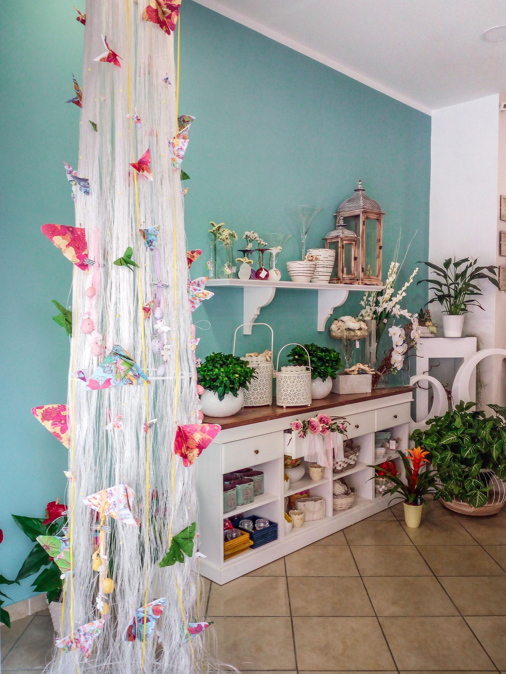 Arredamento su misura negozio di fiori shabby, espositore oggettistica
