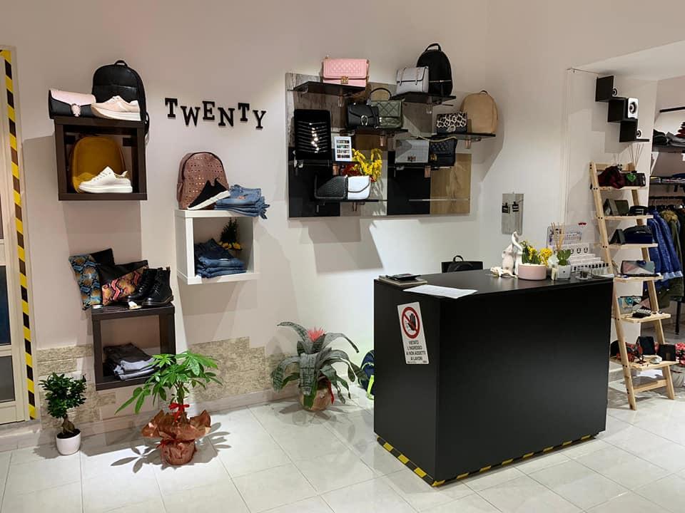 Banco vendita per abbigliamento