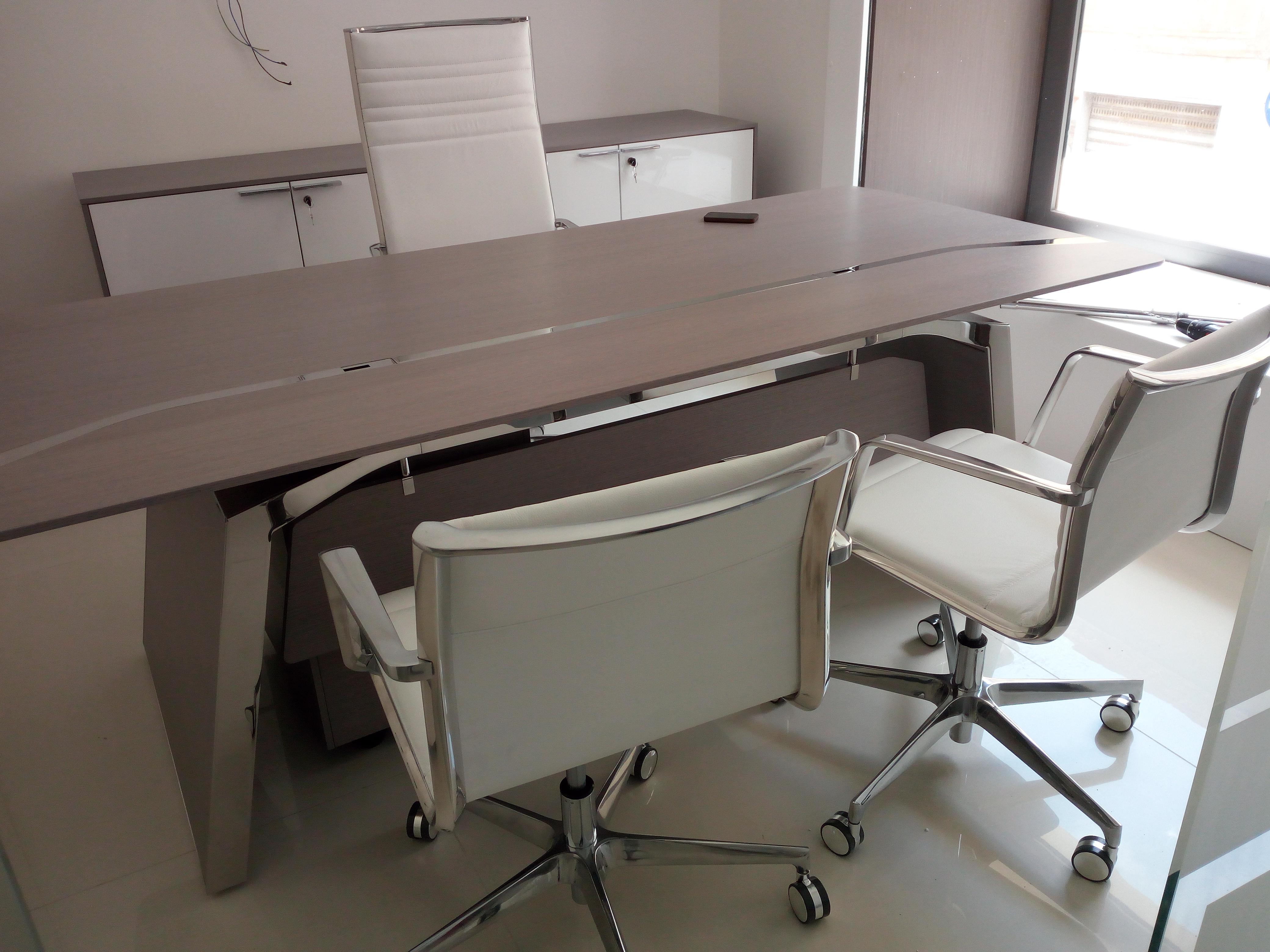 Arredo ufficio, scrivania direzionale elegante in legno e acciaio