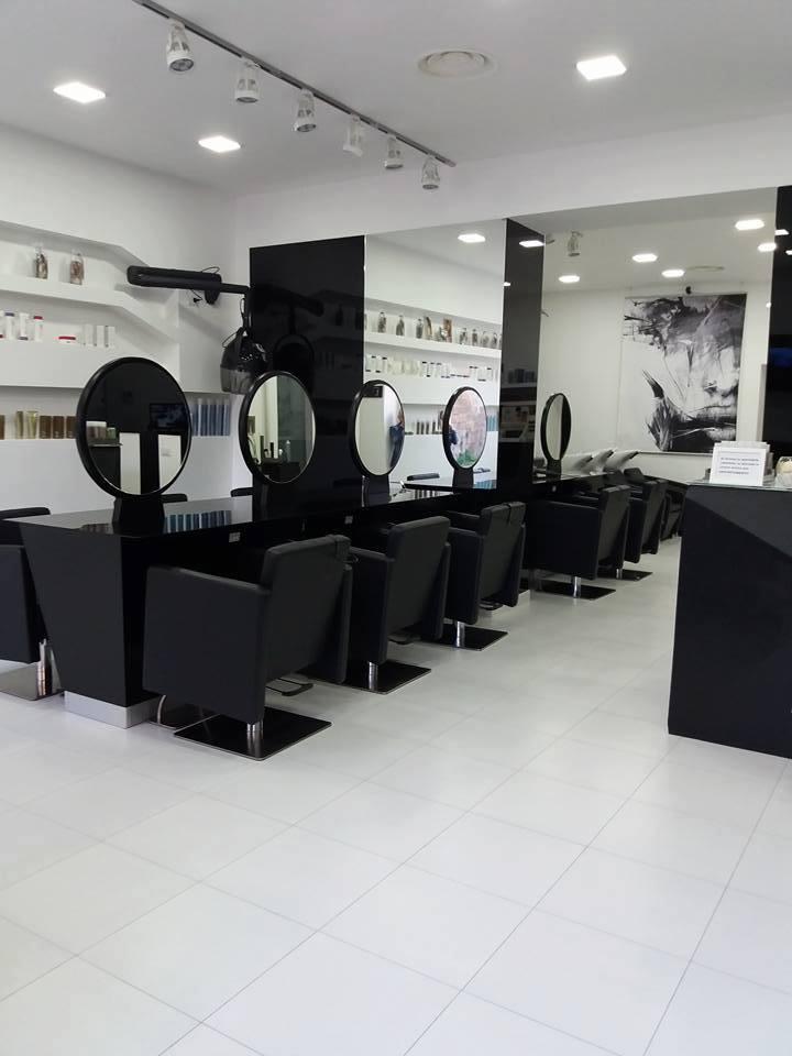 Arredamenti personalizzati per parrucchieri, espositori prodotti, postazioni centrali e lavatesta