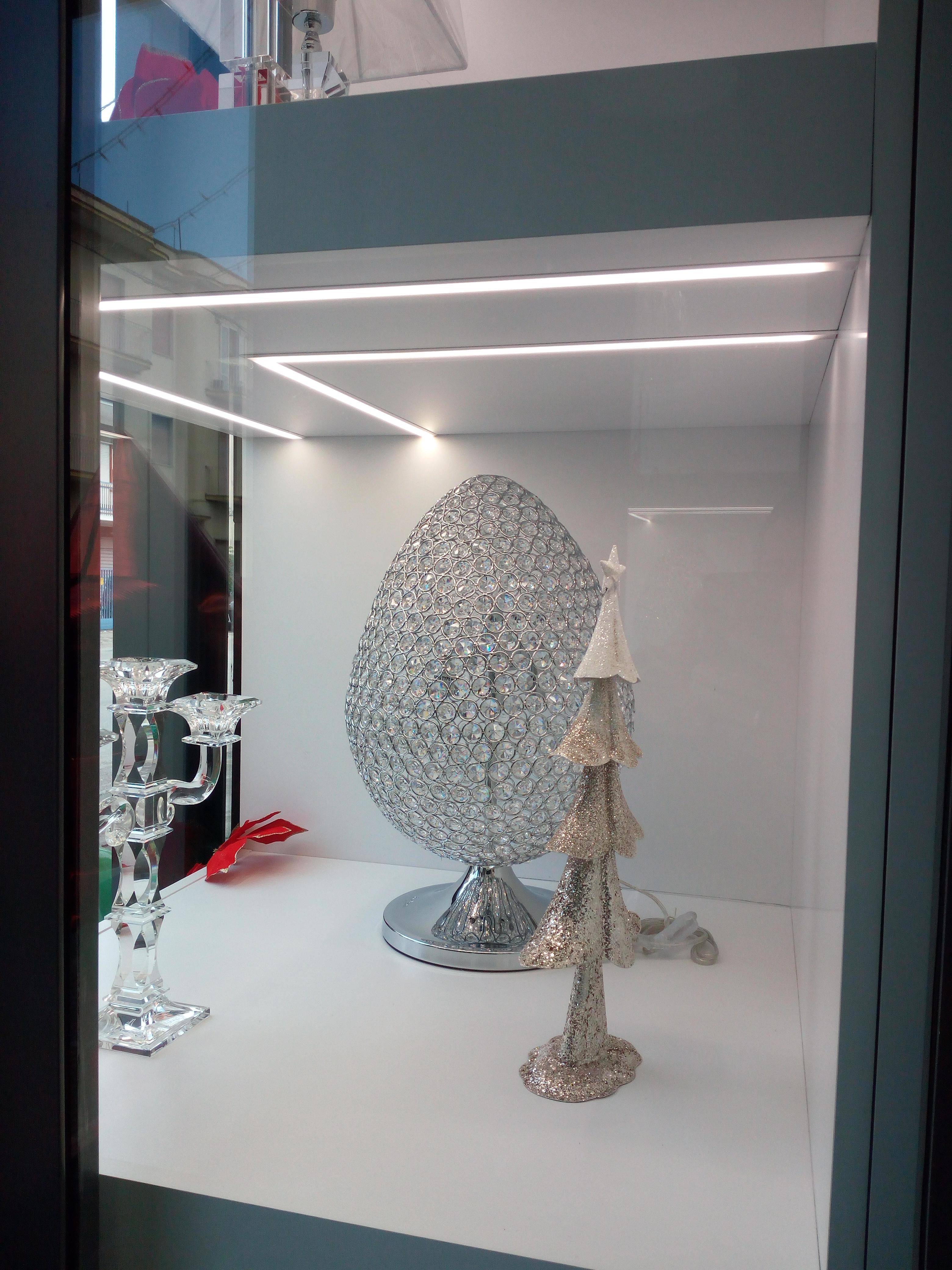 Esterno vetrina espositiva gioielleria, illuminazione led, cristalleria