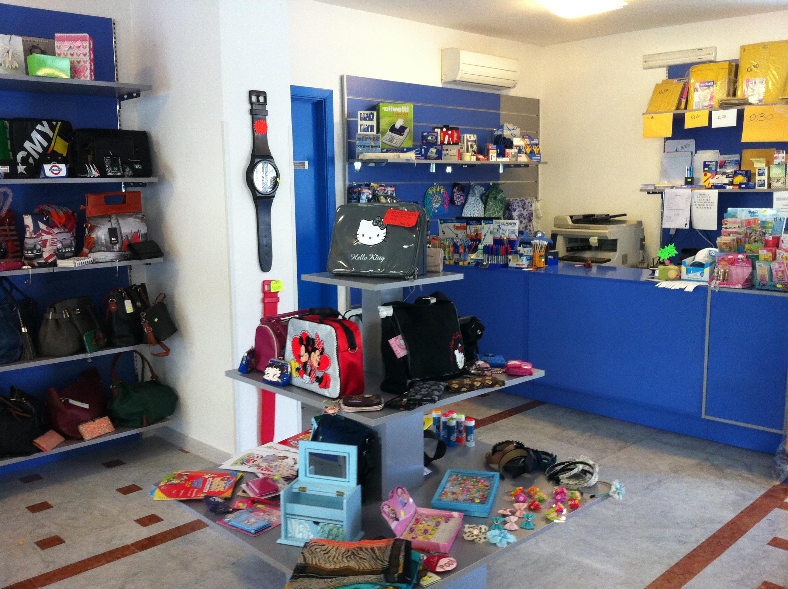 Espositore centrale e banco vendita per cartoleria, arredamento per negozi cancelleria, articoli per