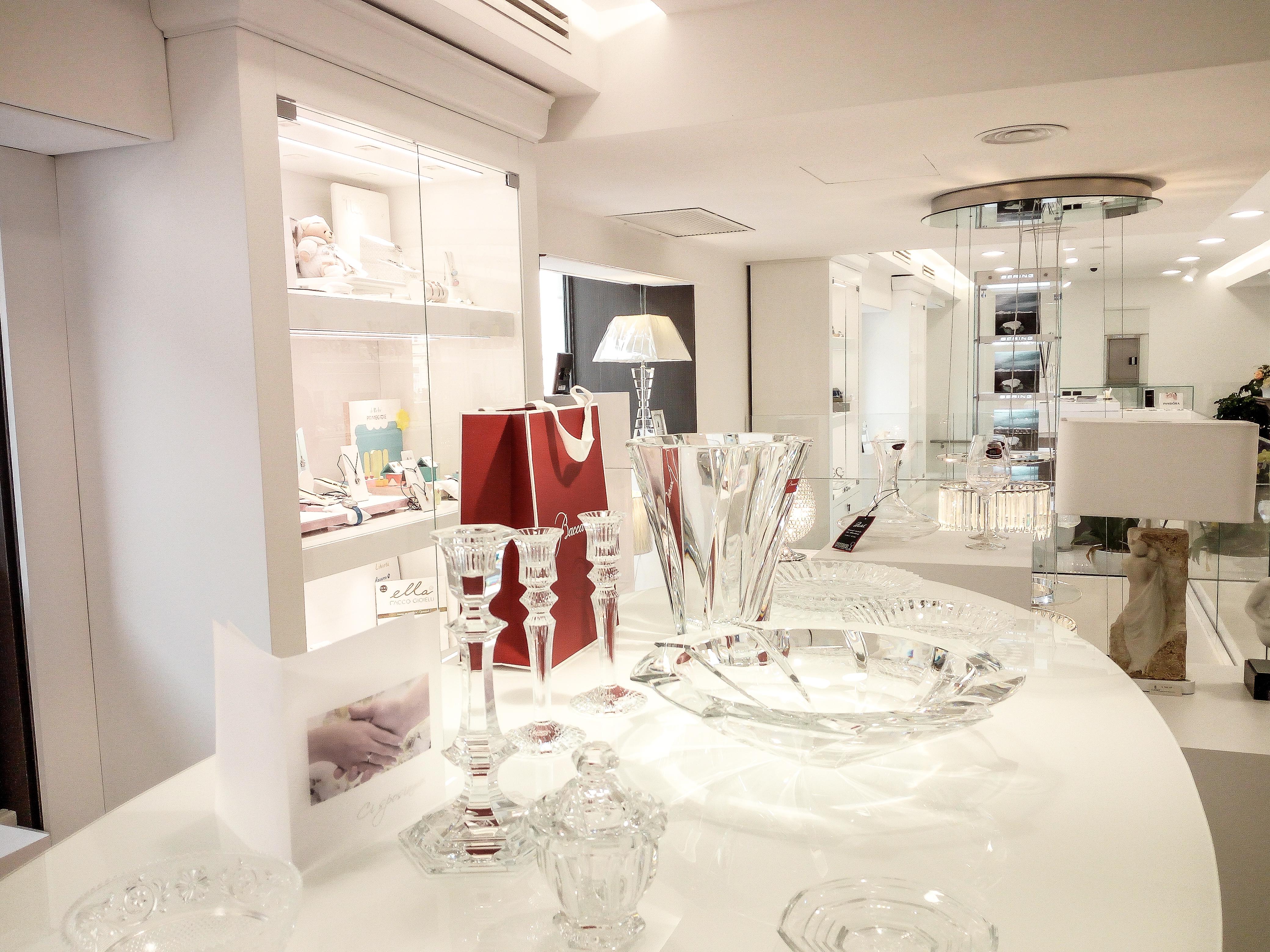 Arredo gioielleria, oggettistica, argenteria e bigiotteria, banco esposizione, vetrina illuminata