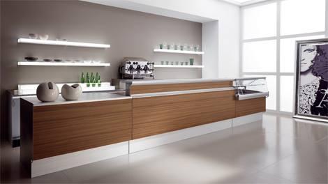 Arredamento bar, bancone, scaffali illuminati, arredo su misura