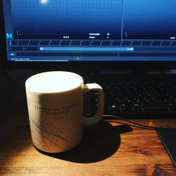 最近取引先様から頂いたカップでコーヒーを飲みながら作業しています。_ほら、こうす
