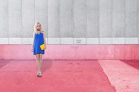 ピンクのファッションモデル:グレー
