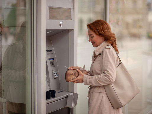 How Switching to ATM Outsourcing Benefits Financial Institutions (Infographic)