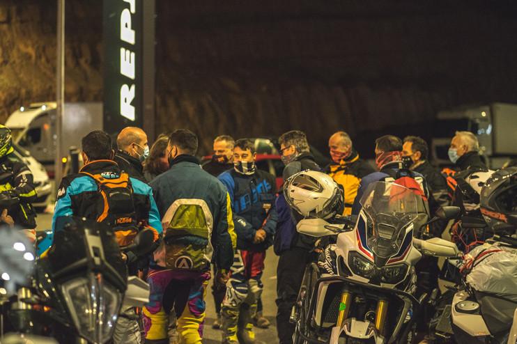 Grupo monegros salida betrail moto.jpg