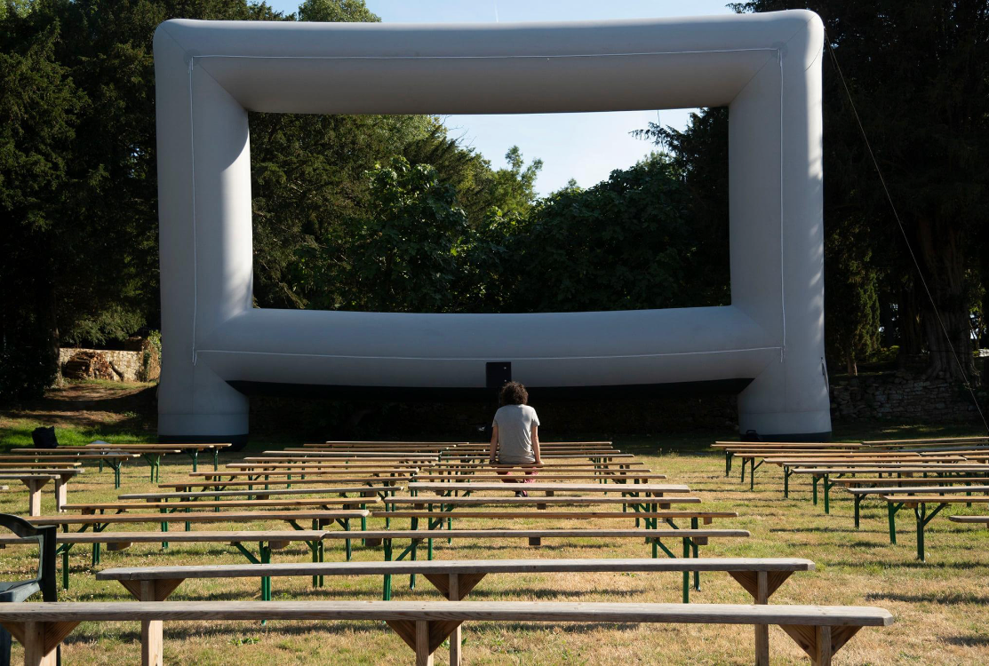 Montage de l'écran dans le parc du Guerric