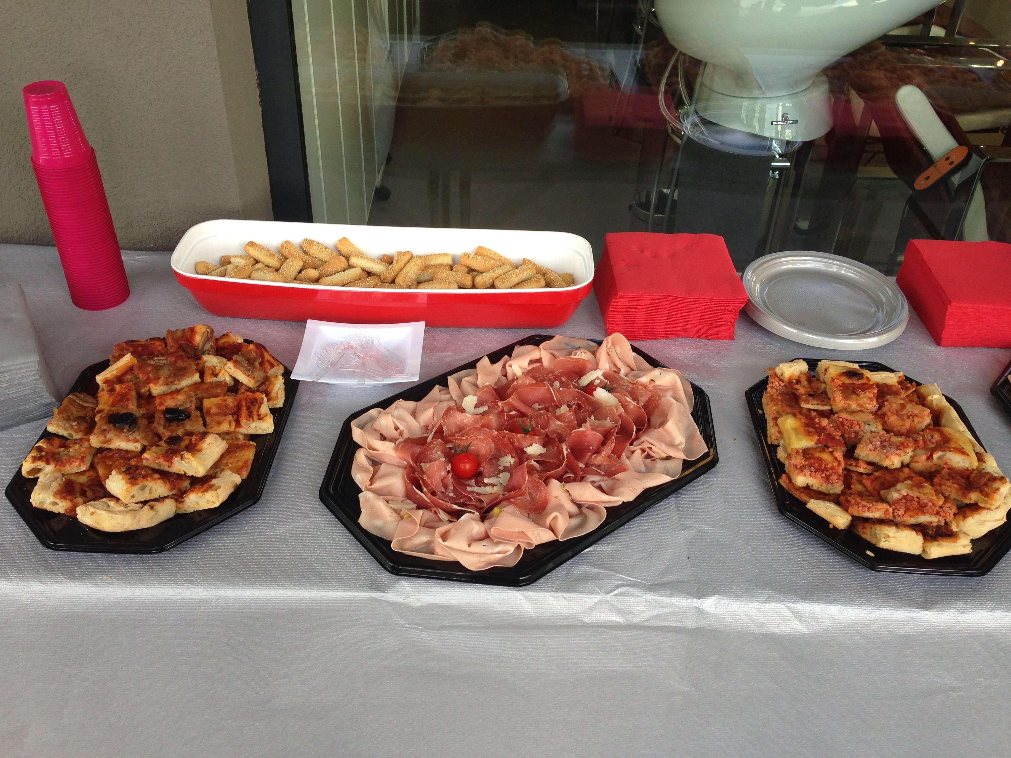 buffet charcuterie pizza
